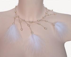 collier mariage ivoire et plumes