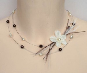 Collier mariage  ivoire et chocolat + fleur + plumes