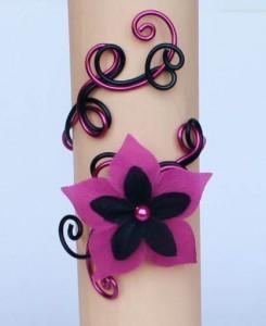Bracelet_mariage_aluminium_noir_fuchsia_+_fleur