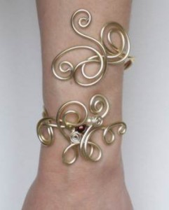 Bracelet_aluminium_ champagne_ perles_ivoire_chocolat