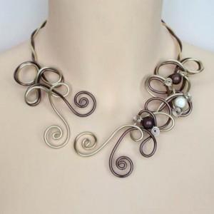 Collier_mariage_aluminium_chocolat_or_perles