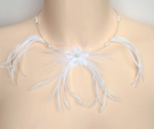 Collier_mariage_blanc_cristal_fleurs_plumes