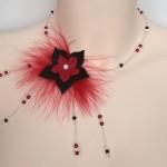 Collier_mariage_plumes + fleurs en_rouge_et_noir