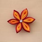 Pince_a_cheveux_fleur_kanzashi_rouge_orange_jaune