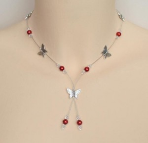 Collier_mariage_en_rouge_ cristal_ papillons