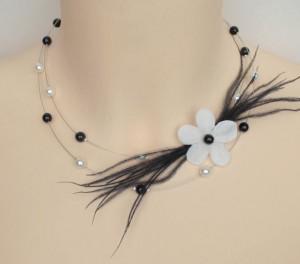 Collier_mariage_noir_et_blanc_fleur_plumes