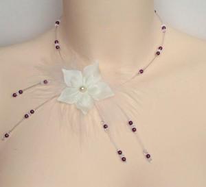 Collier_mariage_ivoire_et_violet_fleurs_plumes