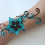 Bracelet_aluminium_chocolat_et_turquoise_+_fleurs