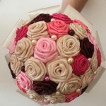 Bouquet_de_mariee_satin_ivoire_rose_bordeaux