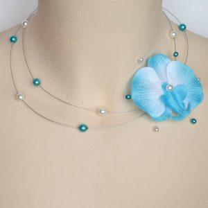 Collier personnalisé en bleu turquoise et blanc